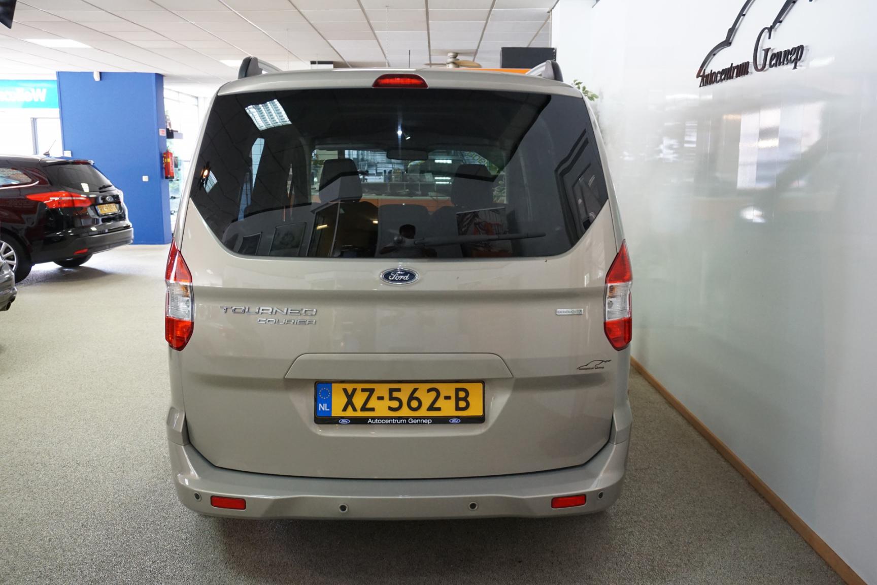 Ford-Tourneo-14