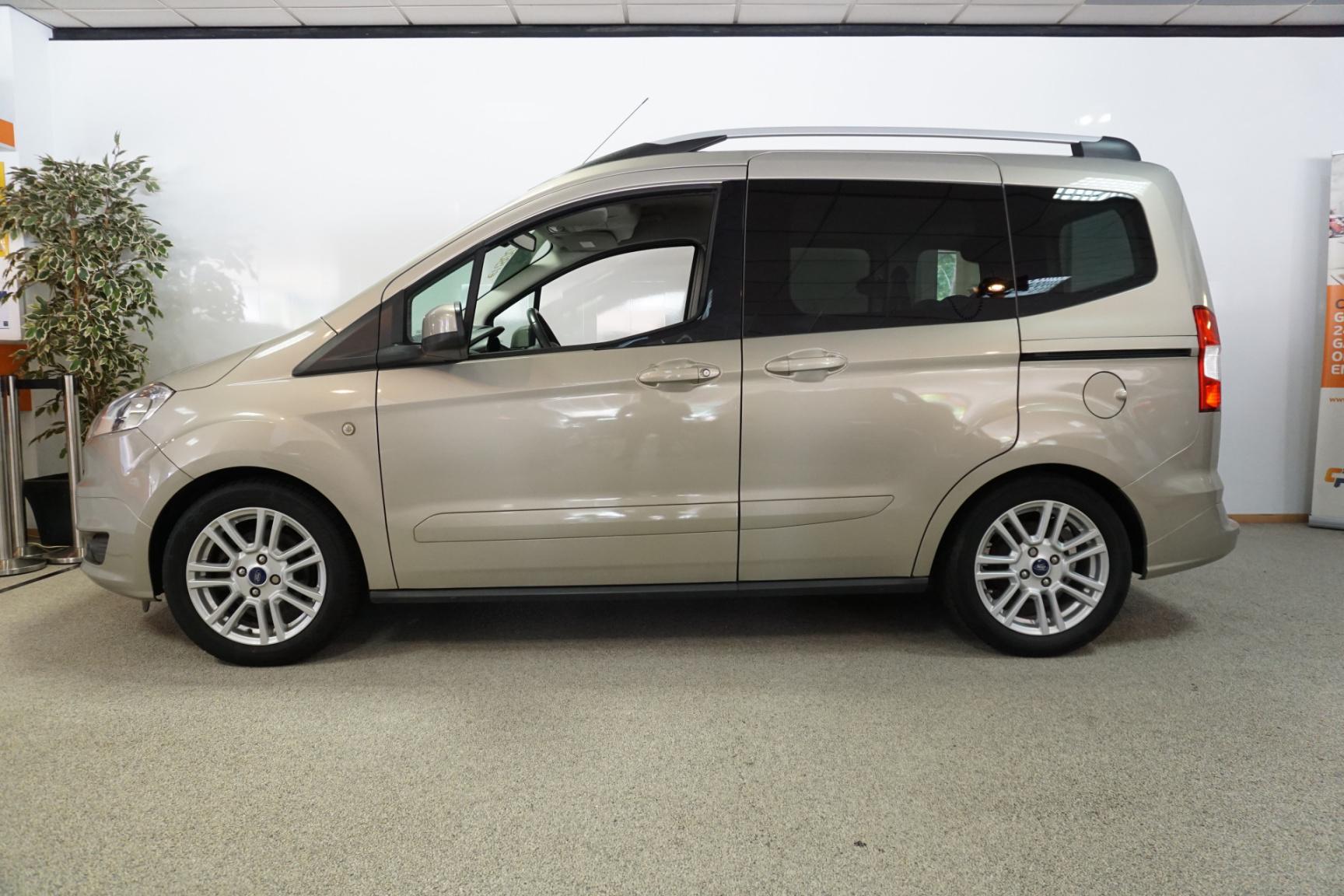 Ford-Tourneo-18
